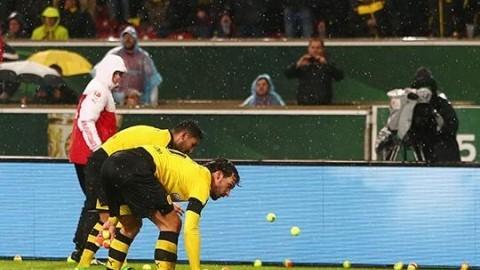 도르트문트 팬들이 경기 중 테니스공을 던진 사연