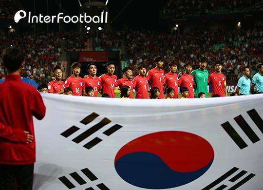 한국, 아르헨전 붉은색 홈 유니폼 착용