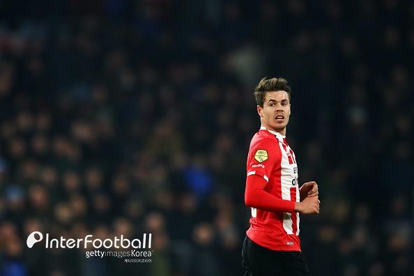 PSV, 안방서 오시예크에 0-1 충격패...본선 불투명