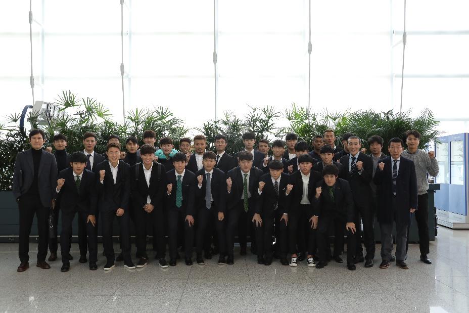 '챔피언' 전북, 일본 오키나와 해외전훈 출발
