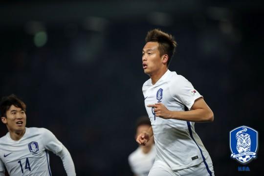 김신욱 4G 연속골! 한국, 라트비아에 1-0 리드