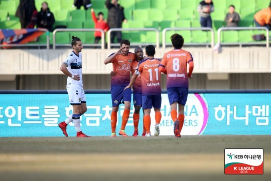 '제리치 결승골' 강원, 홈 개막전서 인천에 2-1 승리