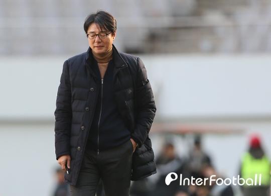 """'야유 받은' 황선홍 감독, """"팬들의 마음 이해한다"""""""