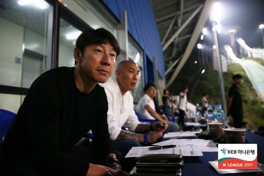 명단 발표 앞둔 신태용, 춘천 찾아 이근호-고요한 '점검'