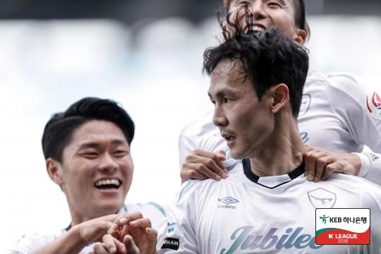 '11경기 무패' 성남, 광주 원정서 3-1 승...선두 질주