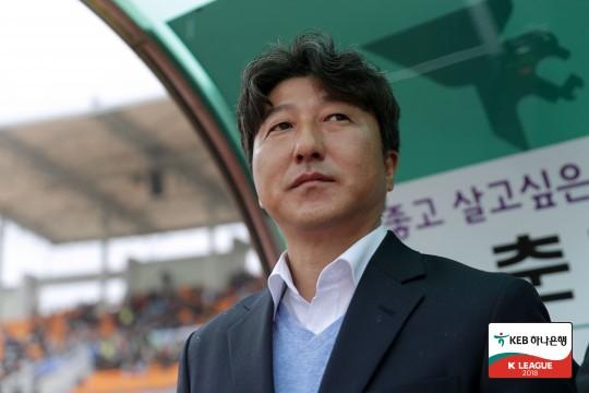 """'최다 실점' 강원 송경섭 감독, """"수비 보강 계획 중"""""""