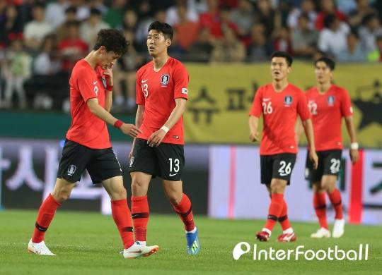 '이용 부상 교체' 한국, 비공개 평가전서 세네갈에 0-2 패
