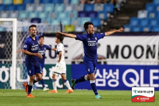 '염기훈-데얀 2골' 수원, 인천에 5-2 승...홈 연패 탈출